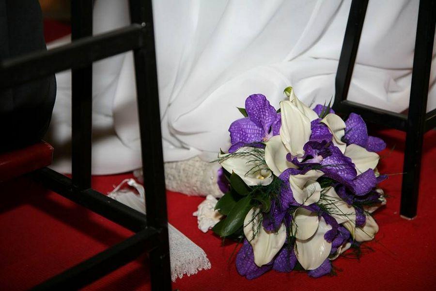 bouquet sposa bianco e viola