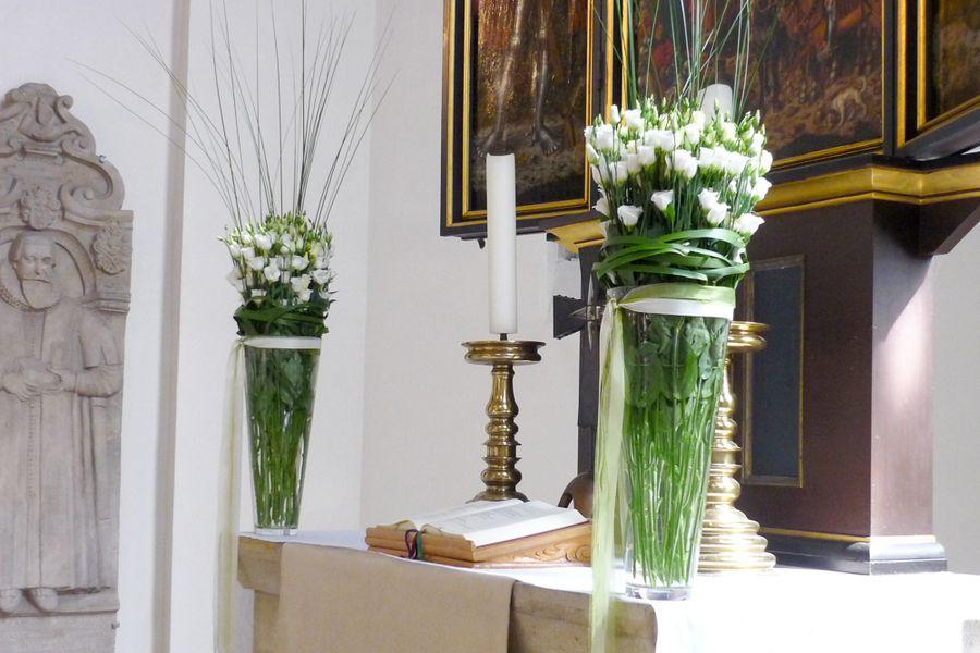 decoro floreale altare