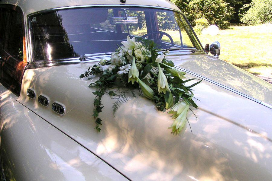 composizione fiori auto
